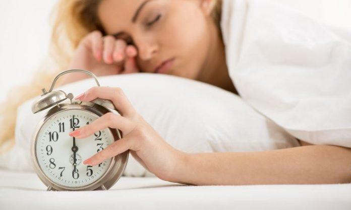 Τέσσερις τρόποι που η έλλειψη ύπνου επηρεάζει το βάρος σας
