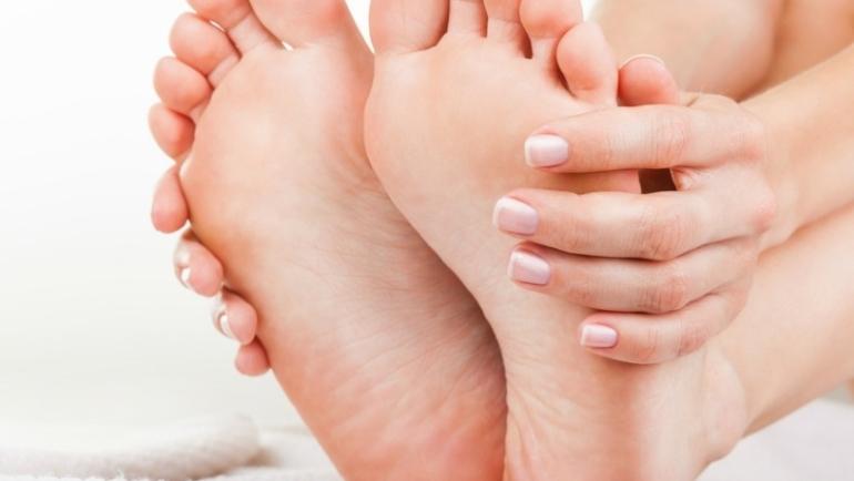 Αντιμετωπίστε την κούραση των ποδιών εύκολα με ένα σπιτικό ποδόλουτρο-Δείτε πώς
