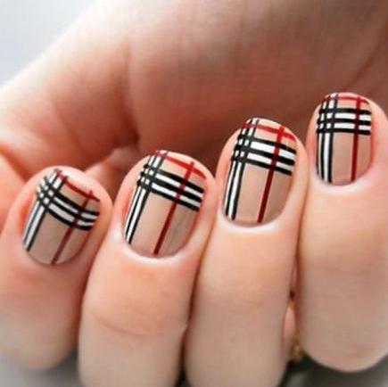 Τα καρό νύχια έχουν την τιμητική τους!