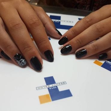Μαύρο: Το χρώμα που πρέπει να επιλέξεις για τα νύχια σου!