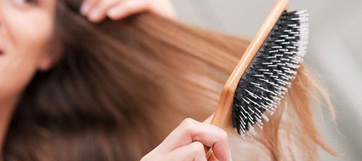 Αυτός είναι ο σωστός τρόπος καθαρισμού της βούρτσας μαλλιών!