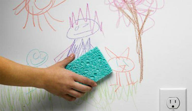 Πώς να καθαρίσετε σημάδια από μελάνι, μαρκαδόρους, κηρομπογιές από τον τοίχο σας!