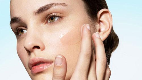 Έτσι πρέπει να απλώνετε το make up στο πρόσωπό σας!