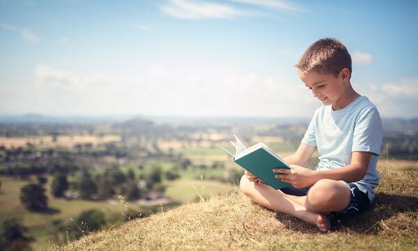 Έξι τρόποι για να αγαπήσουν τα αγόρια το εξωσχολικό διάβασμα!