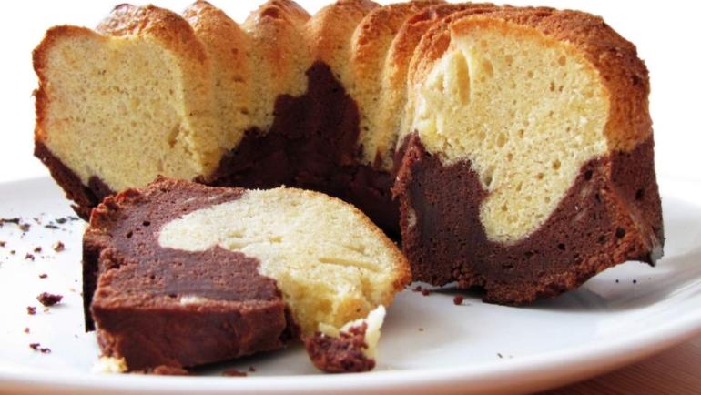 Συνταγή για κέικ χωρίς αυγά, γάλα και βούτυρο! Αξίζει να τη δοκιμάσεις