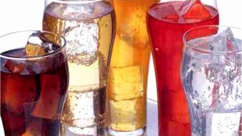 Πίνετε αναψυκτικά; Δείτε σε ποιο σημείο του σώματος συσσωρεύεται το λίπος