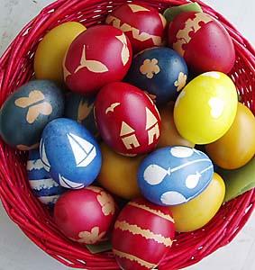 Τέλεια πασχαλινά αυγά και συμβουλές για να τα βάψετε με φυτικά υλικά