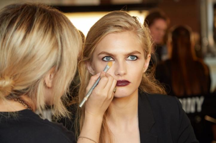 Αυτά είναι τα tricks που θα σε βοηθήσουν να διατηρήσεις το make up στο πρόσωπό σου για ένα 24ωρο!
