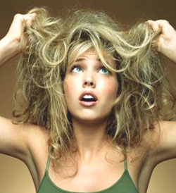 Έτσι θα επανορθώσετε τα ταλαιπωρημένα σας μαλλιά από το ντεκαπάζ