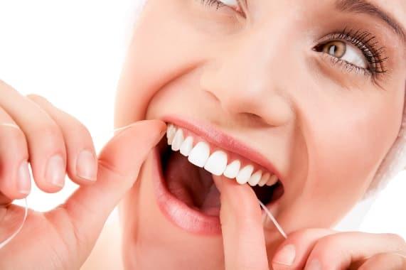 Μην αγνοείτε το οδοντικό νήμα!