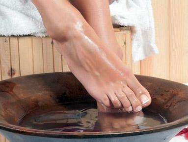 Εύκολο τρικ για ξεκούραστα πόδια χωρίς δυσάρεστες οσμές