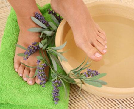 Μύκητες στα πόδια: Αντιμετώπιση με φυσικές θεραπείες