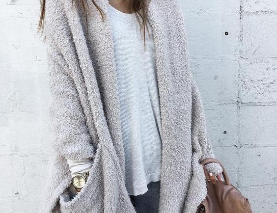 Αυτό είναι το πιο chic χειμωνιάτικο χρώμα που θα συνδυάσεις με το αγαπημένο σου τζιν