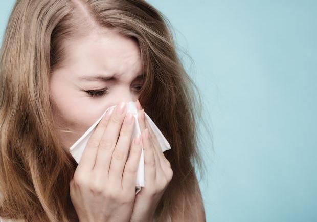 Πώς να αντιμετωπίσεις την ερεθισμένη από το συνάχι μύτη
