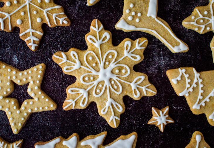 Χριστουγεννιάτικα μπισκότα με πορτοκάλι και κανέλα