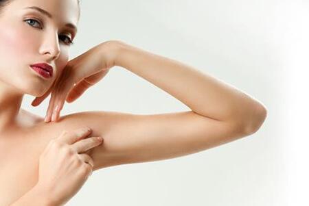 Τι μαρτυρούν οι ρυτίδες στα μπράτσα για την υγεία σας