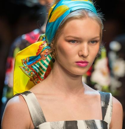 Trend Alert: Φουλάρι στα μαλλιά!