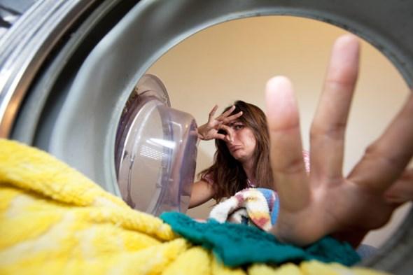 Υγρασία στο πλυντήριο; Ακολουθήστε τα σωστά βήματα για να το καθαρίσετε