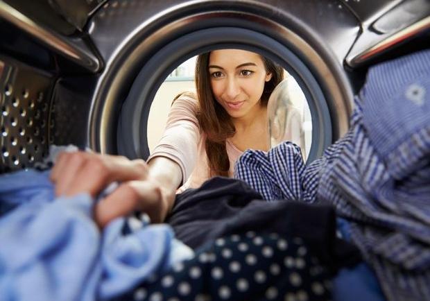 Κάνε το πλυντήριο των ρούχων σου να λάμπει με τρία υλικά που έχεις σίγουρα στο σπίτι σου