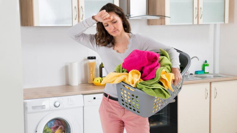 Ξέβαψαν τα ρούχα σας στο πλυντήριο; Η μαγειρική σόδα θα σας σώσει