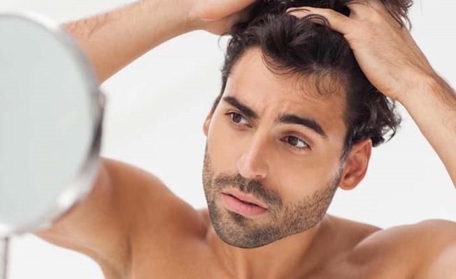 Τριχόπτωση στους άντρες: Σε τι οφείλεται και πως αντιμετωπίζεται;