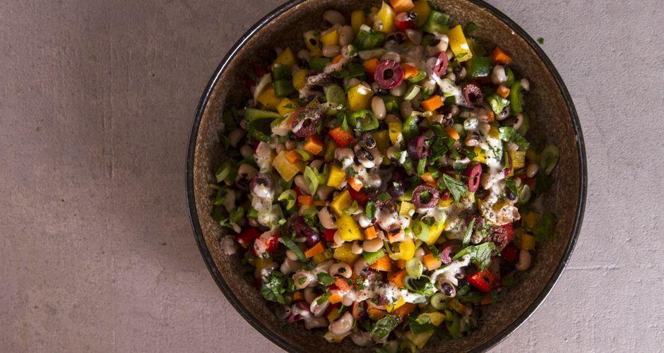 Σαλάτα με μαυρομάτικα φασόλια