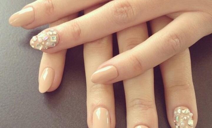 Έτσι θα δώσετε τέλειο οβάλ σχήμα στα νύχια σας (ΒΙΝΤΕΟ)