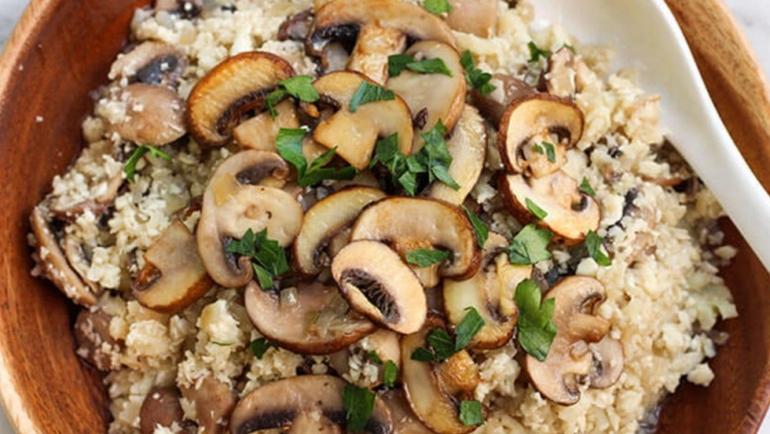 Σήμερα μαγειρεύουμε νόστιμο ρύζι με μανιτάρια