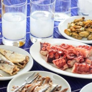 Καθαρά Δευτέρα: Πόσες θερμίδες έχει το σαρακοστιανό τραπέζι;