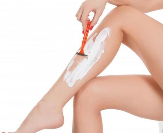 Η κίνηση που πρέπει να κάνεις μετά το ξύρισμα των ποδιών σου