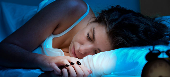 Κοιμάσαι με ανοιχτό το φως ή την τηλεόραση; Μάθε πόσο κακό κάνεις στην υγεία σου