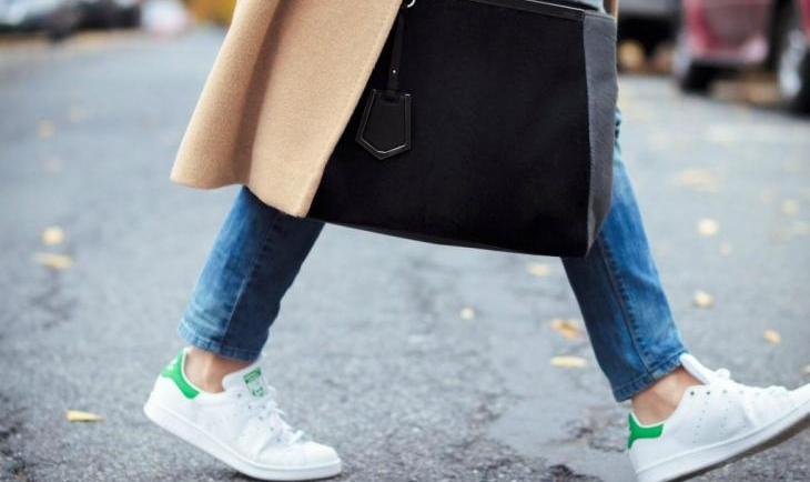 Αυτά είναι τα tips για να διατηρήσεις για πολύ καιρό λευκά τα sneakers σου