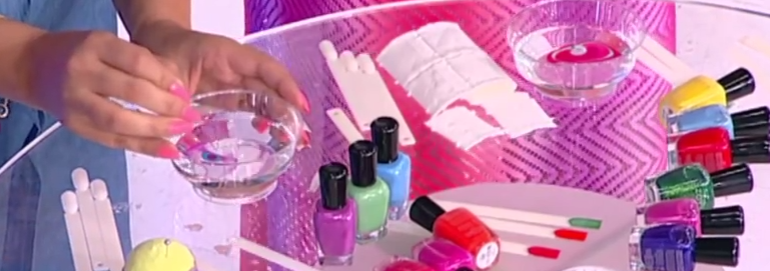 Σχέδια με νερό στα νύχια. Κάντε τα εύκολα μόνες σας (ΒΙΝΤΕΟ)