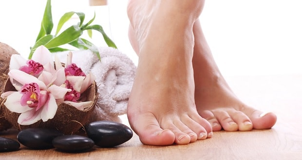 Θεραπεία για σκασμένες φτέρνες – Πώς να απαλλαγείτε από σκληρές και σκασμένες φτέρνες άμεσα