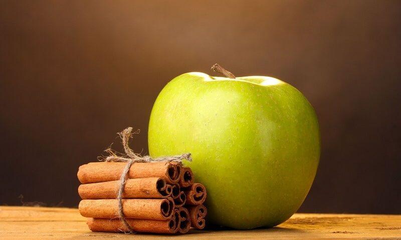 Κρέμα γάλακτος, μήλο και κανέλα για την πιο θρεπτική μάσκα προσώπου
