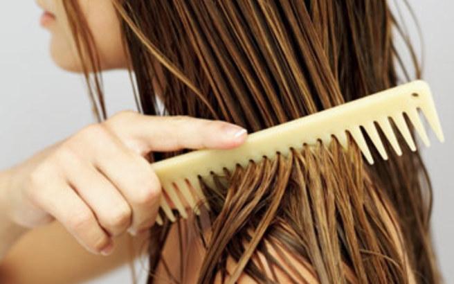 Αν θέλεις λαμπερά μαλλιά, έτσι πρέπει να απλώνεις την μάσκα σου