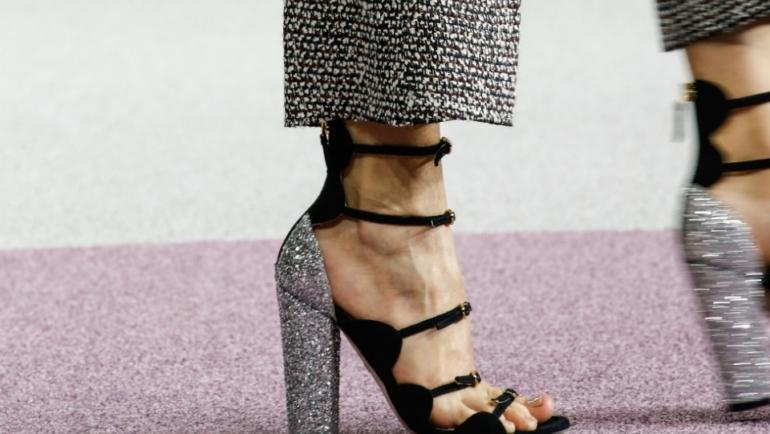 Το trend της σεζόν: Πέδιλα με τετράγωνο τακούνι!