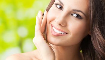 Σπιτικό στοματικό διάλυμα για πιο αστραφτερά δόντια