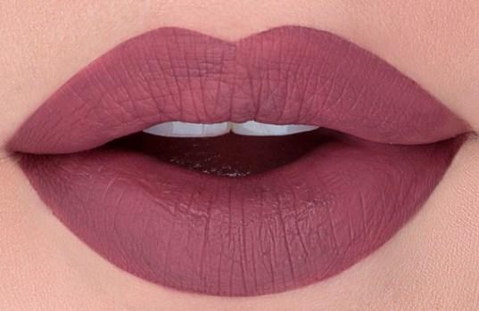 Με αυτά τα 3 απλά βήματα θα μετατρέψεις το lipstick σου σε matte κραγιόν