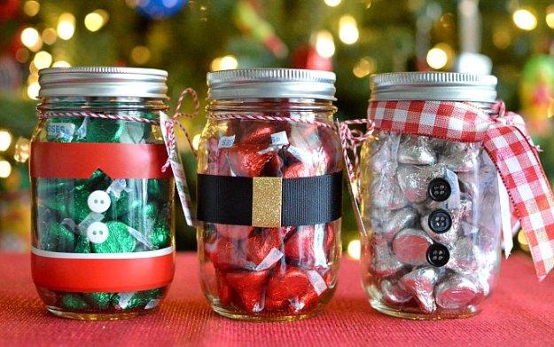 Φέτος τα Χριστούγεννα αξιοποιήστε τα γυάλινα βαζάκια που έχετε σπίτι σας!