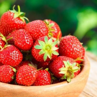 Μάσκα προσώπου με φράουλες
