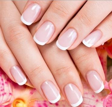 Θεραπεία Naked Manicure by Zoya στα Teta Beauty Salon